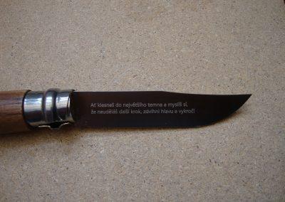 Laserové gravírování kapesního nože
