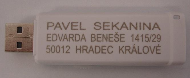 laser-gravir-plast-pigmenty-USB-sekanina